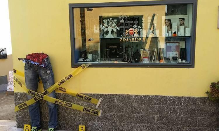 addobbi vetrina negozio Esterno punto vendita Gioielleria Zimarino San Salvo in occasione di halloween
