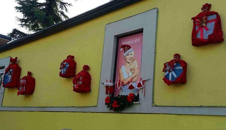 addobbi vetrina negozio Esterno punto vendita Gioielleria Zimarino San Salvo in occasione di natale